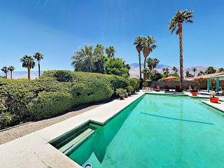 3BR/2BA Oasis in Prime Locale w/ Large Pool & Hot Tub