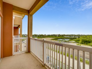Top Floor Condo 2 Blocks From Beach With Gulf View