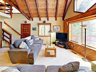 Tahoe Retreat: Prime Locale Near Ski Slopes & Lake