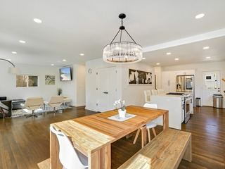 Business Savvy Spacious Ballard Home, Thanksgiving Ready- Minutes City Center & Cruise Terminal