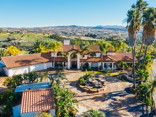 Incredible Estate w/ Panoramic Views | Tiki Bar | Pool & Water Slide! ❤
