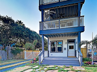 New Listing! Gorgeous 1900s Remodel w/ Gulf Views