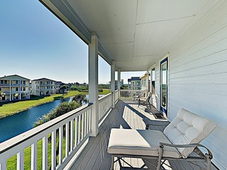 New Listing! Beachside Cottage w/2 Pools & Spas