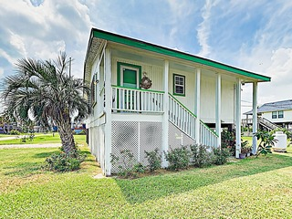 New Listing! Breezy Island Retreat- Walk to Beach