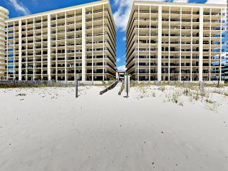 New Listing! Beachfront Corner-Unit w/ Pools