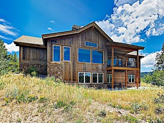 New Listing! Mountain-View Lodge w/ Fireplace and Hot tub