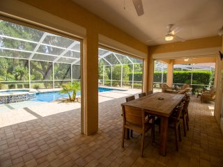 Spacious home with private pool & Jacuzzi