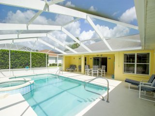 Beautiful & Sunny Pool Home with Golf View