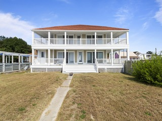 Pet-Friendly, Recently Renovated 4-Bedroom On Bay