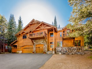 Bear Meadows Luxury Lodge with Hot Tub and Private Setting