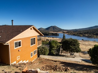 Julian- Lake Cuyamaca Cabin