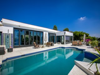 New Listing! Posh Beverly Hills Villa, Pool & View