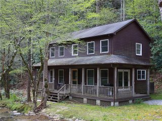 Mulberry Creek-Cozy Creekside Mountain Home- WiFi