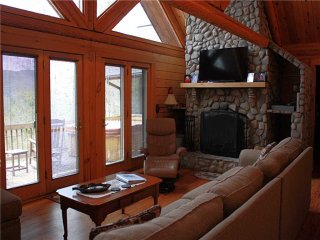 Black Bear Lodge-Views,HotTub,Fireplace,Pool Table