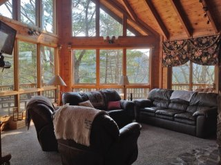 High Horse-Views, Fireplace, Hot Tub, Pet-Friendly