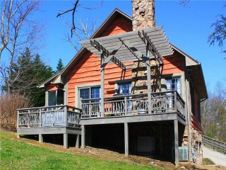 Laurel Mountain-Romantic Cabin w/View,WiFi,HotTub