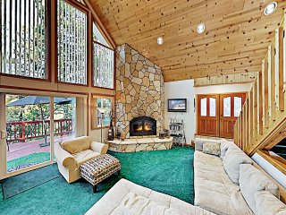 Alpine Getaway: Hot Tub, Game Room, Beach Access