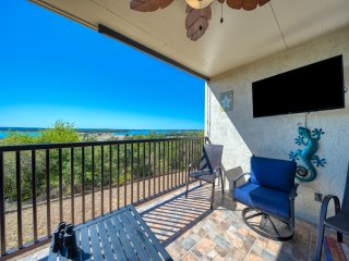 New Listing! Blissful View Condo at Canyon Lake!!