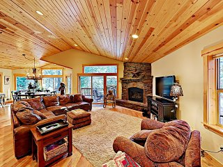 Luxe Mountain Haven in the Heart of Tahoe Donner