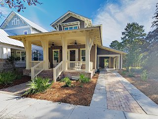 New Listing! Charming Craftsman Home w/ Pool