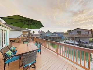 New Listing! West Bay Beauty w/ 3 Decks & Kayaks