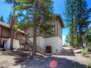 Comfortable Home Only a Few Blocks to Heavenly Ski Resort