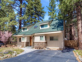 Gorgeous 5 BR Remodeled Home, 5 Minutes to Beaches!
