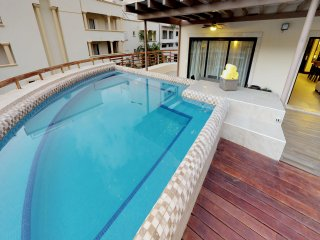 AT 2236 Magnificent Condo+ Big Terrace & Private Pool+ Gym