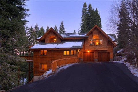 Luxury TreeHouse in Tahoe Donner with Hot Tub and Media Room Vacation Rental in Tahoe Donner - RedAwning