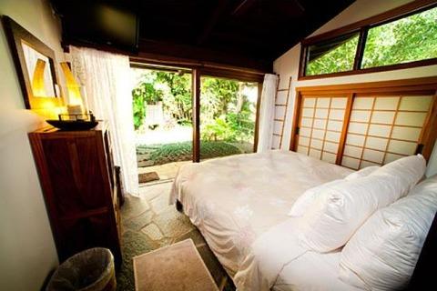 Hale Maluhia Vacation Rental in Hanalei - RedAwning