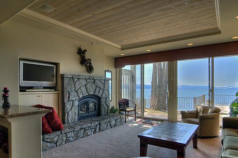 Sweetbriar at Water's Edge Vacation Rental in Kings Beach - RedAwning