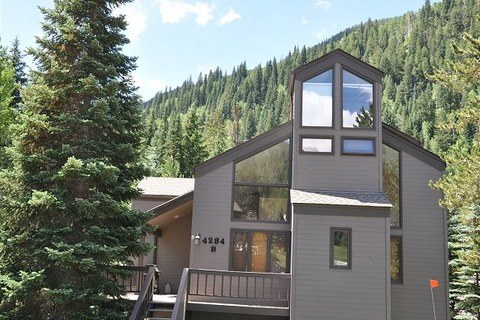 Creekside Vail Townhouse Vacation Rental in Vail - RedAwning