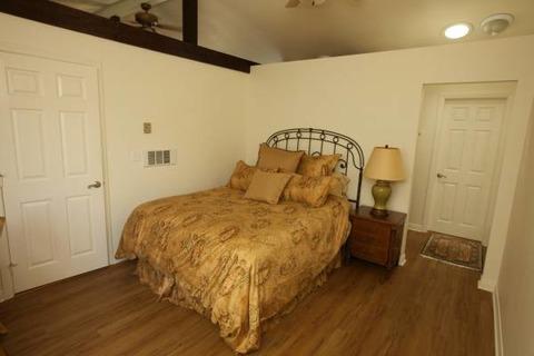 Elegant 1BR Mission Bay Cottage Vacation Rental in San Diego - RedAwning