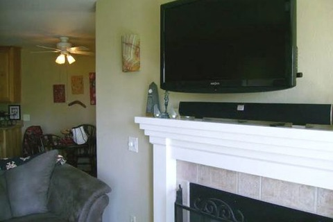 Awesome Sleek 2 BR/2 BA Apartment in Mission Valley #214 Vacation Rental in San Diego - RedAwning