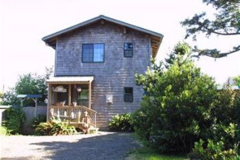 Apple Gate Beach House Vacation Rental in Otter Rock - RedAwning
