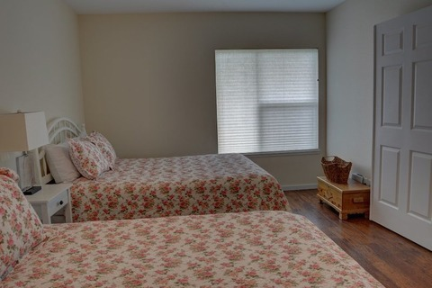 Suite Dreams Vacation Rental in Newport - RedAwning