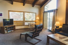 4 Br/4.5Ba Mountain Home, Sleeps 10 with Hot Tub!