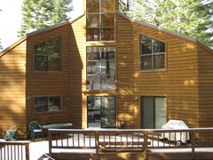 3Br/3.5Ba with Large Deck and Hot Tub! Sleeps 8 in Beds