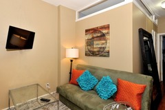 Big Bright and Beautifully Decorated Apartment in Midtown South 5D