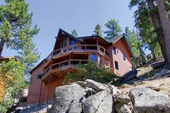 Ledge Lakeview Cliffhouse